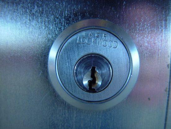 הדלת נתקעה? המנגנון לא מגיב לצילינדר?